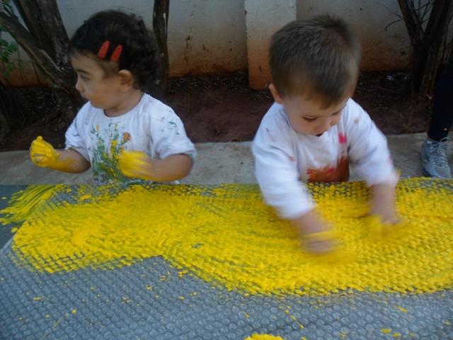 Col gio nomelini cirandinha pintura no pl stico bolha - Pintura para plastico ...
